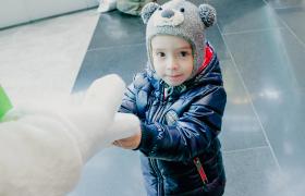 """В """"Кунцево Плаза"""" открылся третий контактный зоопарк """"Белый Кенгуру"""""""